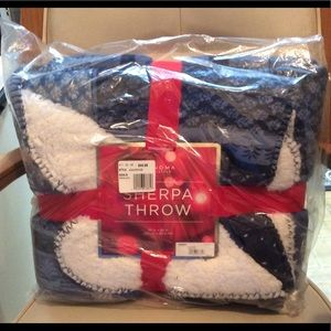 New with tags Sonoma Sherpa Throw Blue & White $45